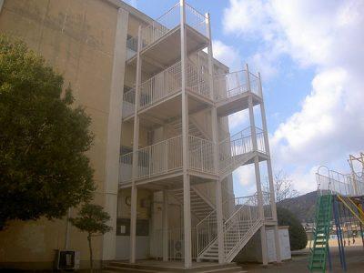長森東小学校(非常階段)1
