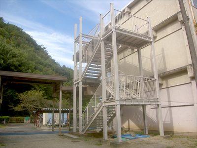 岐阜市 三輪中学校(非常階段)1
